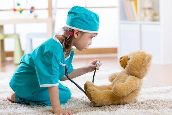 Se encuentra determinada la profesión que elegiría un niño en su futuro por los juguetes que emplea
